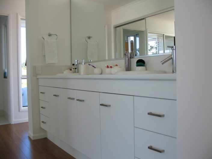 Custom Bathhroom Cabinet Maker