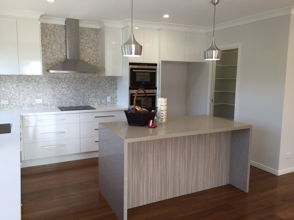 Bayside cabinets brisbane bar cabinet for Kitchen cabinets gumtree